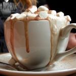 Arte Digital & Café Gourmet com Creme em Slow Motion