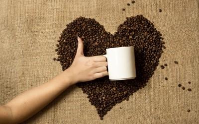 Beber café diariamente aumenta expectativa de vida